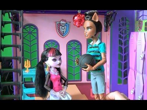 Видео с куклами Монстер Хай серия 30 Клод приглашает Дракулауру погулять Monster High