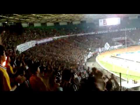 Aksi Juventini & Juvedona ketika JUVENTUS melawan ISL ALL STARS (8-1) di GBK