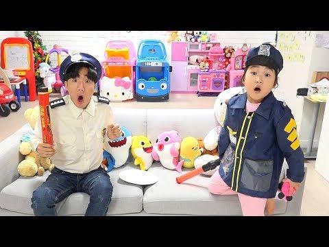氤措瀸鞚挫檧 旖旊倻鞚� 靸侅柎臧�臁� 鞝るΜ 毵夒寑靷儠 靾皵昙 雴�鞚� hide and seek with Baby Shark Stick Candy