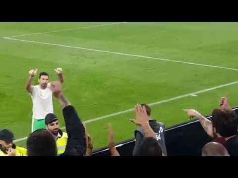 Buffon, omaggio ai tifosi della Lazio e la maglia con dedica | Juve - Lazio 1-2 14/10/2017