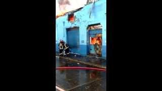 Cuerpo de Bomberos Santiago trabajando en Alarma de Incendio 25/07/1013 Eyzaguirre y San Francisco