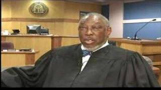 Black judge clears all whites from courtroom thumbnail