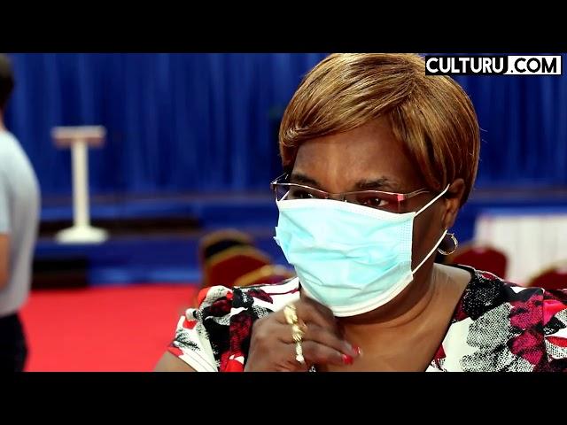 Surinaamse First lady Melissa Santokhi doneert financiële bijdrage aan 25 sociale instellingen.