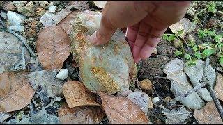 Đi tìm kim cương phát hiện nhiều đá quý