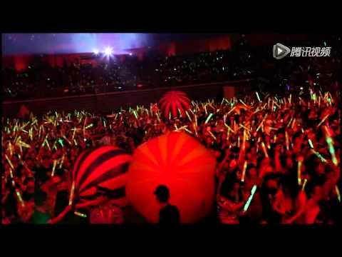 Avril Lavigne - Clip from the show + backstage - Uni Ice Tea Event
