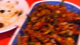 Poulet sichuanais très épicé au restaurant Deux fois plus de piments à paris