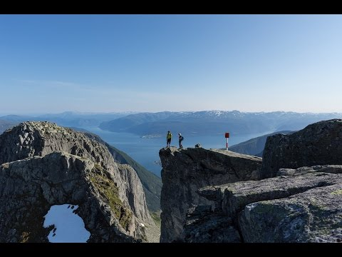 A spectacular hike to Keipen in Balestrand