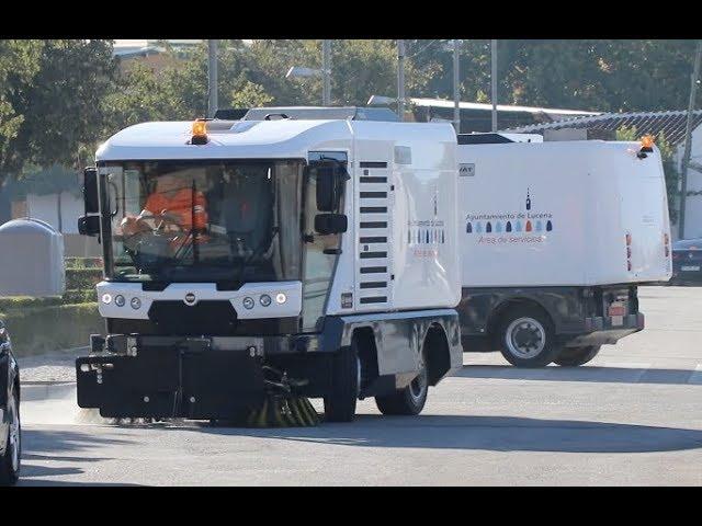 VÍDEO: El ayuntamiento de Lucena adquiere dos nuevas barredoras