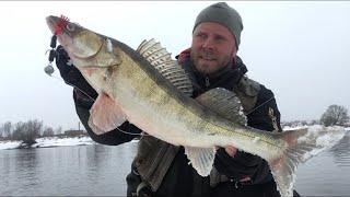 Ловля СУДАКА на ДЖИГ весной Рыбалка на МОСКВЕ РЕКЕ Спиннинг в марте Мандула выручает