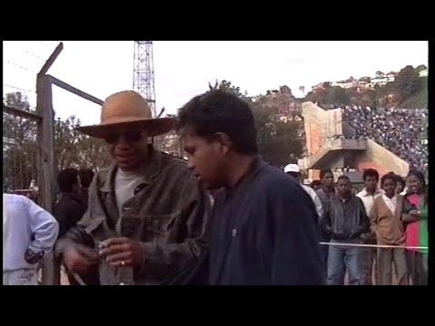 REPORTAGE CONCERT LOLO SY MAHALEO STADE DE MAHAMASINA AOUT 1994