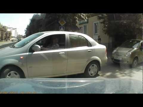 узловая ул беклемищева женщина тупит  за рулем и  !!!!!.AVI