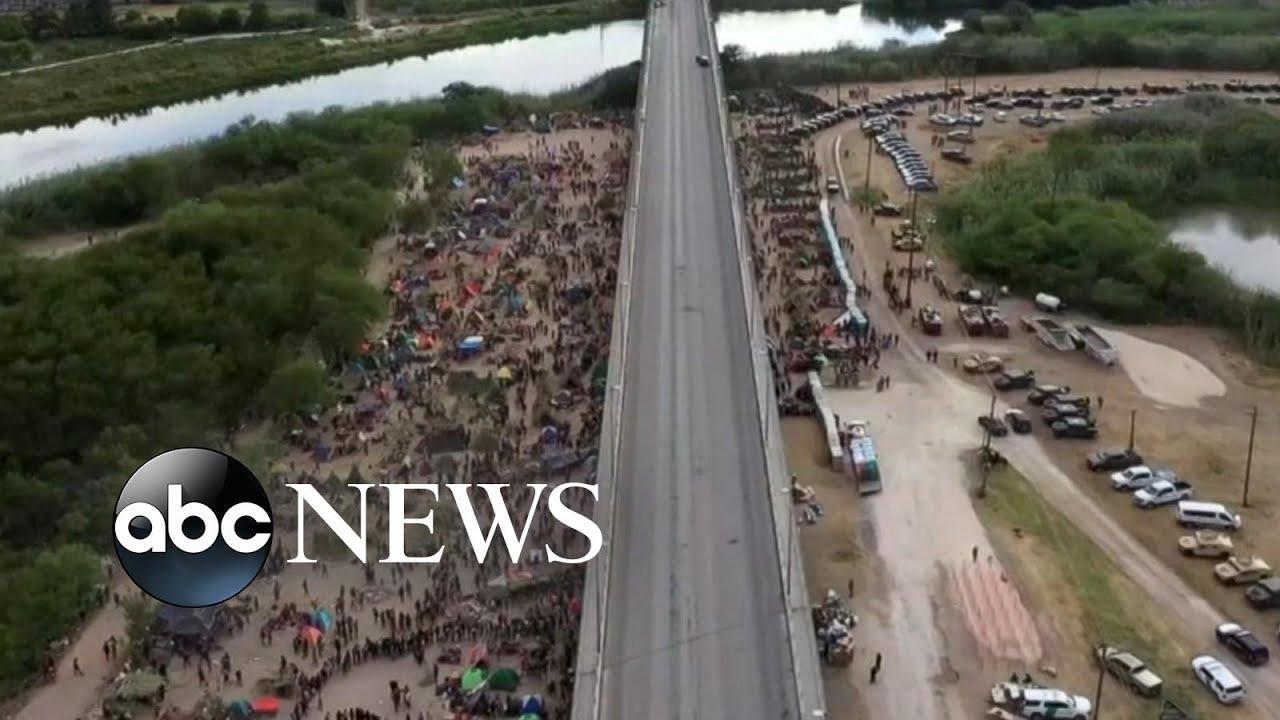 Download Thousands of migrants huddled under a Texas bridge