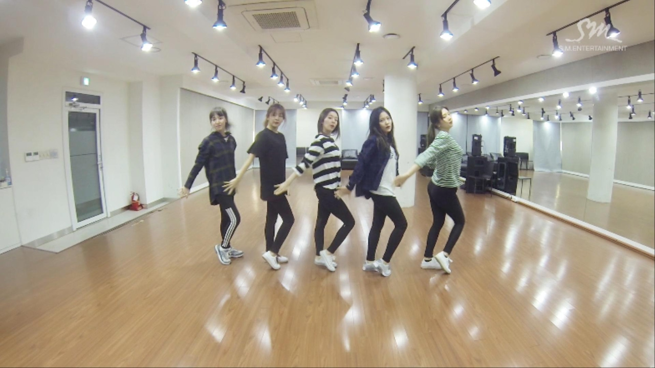 Red Velvet 레드벨벳 'Rookie' Dance Practice - YouTube