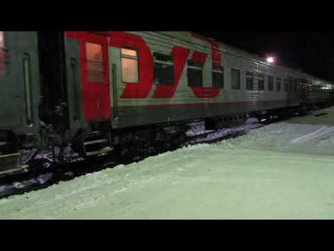 Пассажирские поезда на станции Великие Луки под Новый год