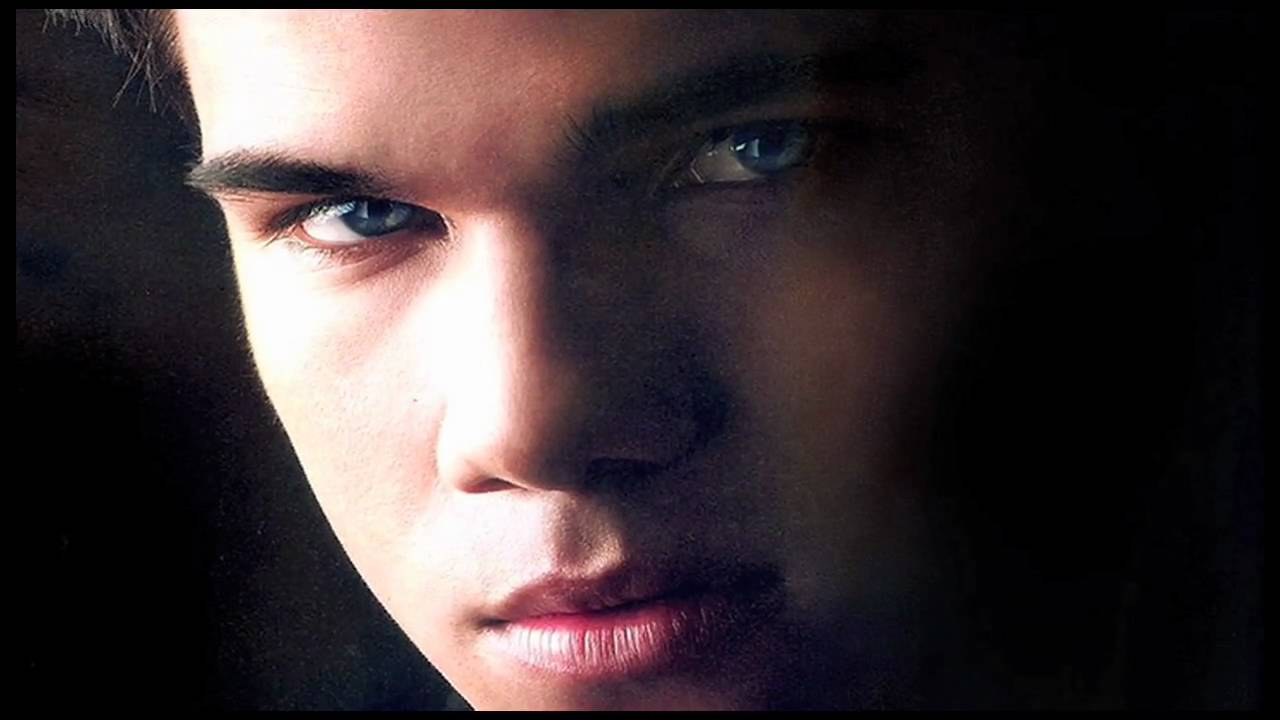 Taylor Lautner - Sexy Blue Eyes - Youtube-6612