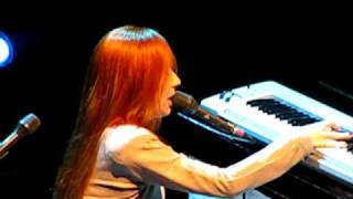 Tori Amos in Montreal - August 11th 2009.  Entrance + Give