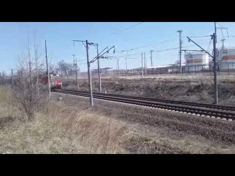 """Внезапно остановился! 3ЭС5К-226 """"Ермак"""" с грузовым поездом и приветом неожиданно затормозил"""