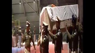 पुलवामा हमला: पालम एयरपोर्ट पर पीएम मोदी-राहुल गांधी सहित कई नेताओं ने दी शहीदों को श्रद्धांजलि