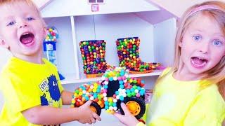 Эльвира и Братик Продают ИГРУШКИ ИЗ КОНФЕТ Игры для детей