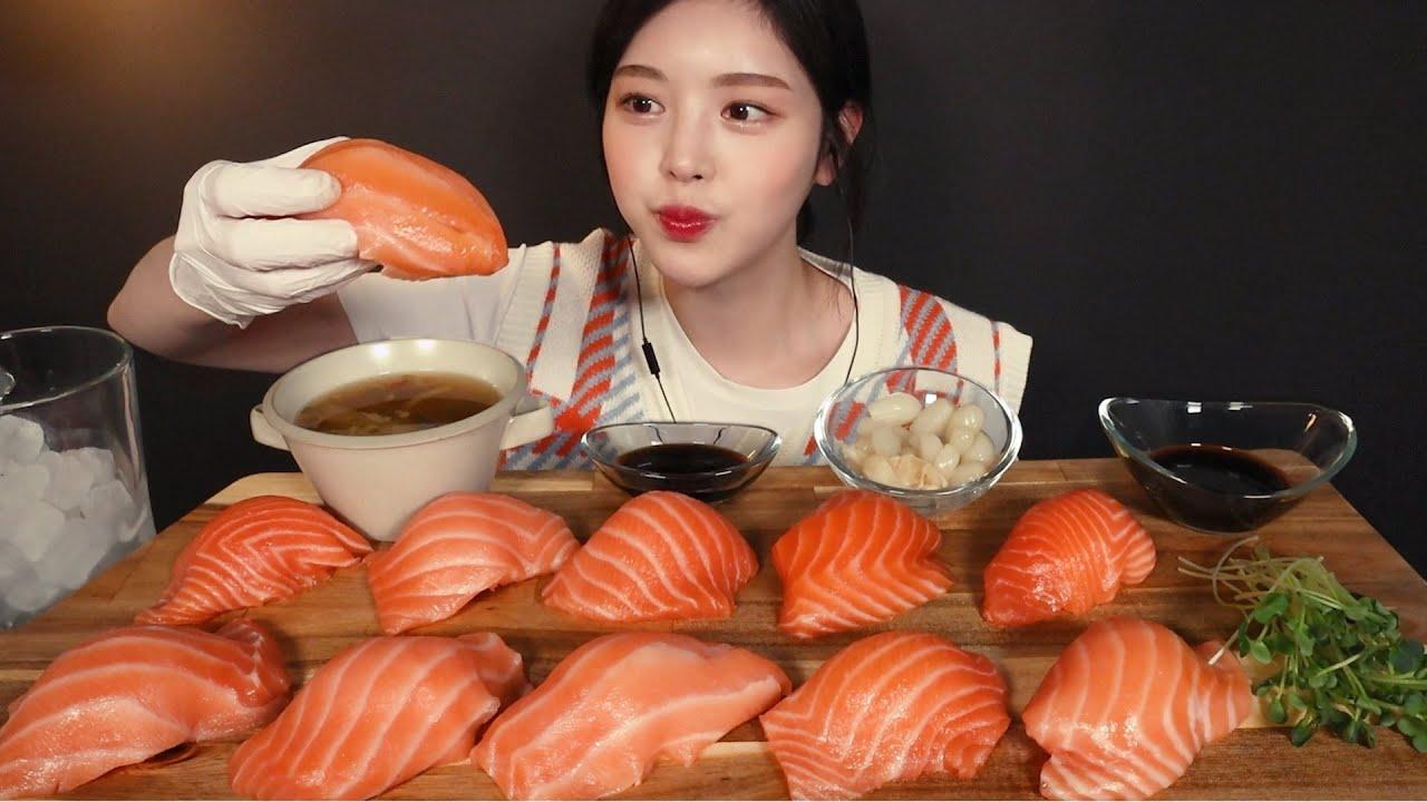 SUB)윤기좔좔 입안 사르르 대왕연어초밥 먹방!🍣 리얼사운드 Giant Salmon Sushi Mukbang ASMR