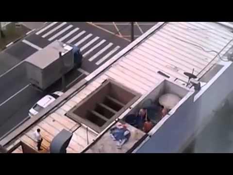 Funcionários De Rede De Fast Food Brincam Em Caixa D'água E São Demitidos