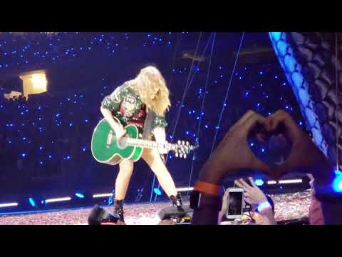 """Taylor Swift Sings """"All Too Well"""" in Dallas, Texas!"""