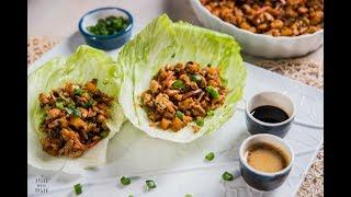 Tacos de lechuga con pollo y salsa de cacahuate - deliciosa receta oriental