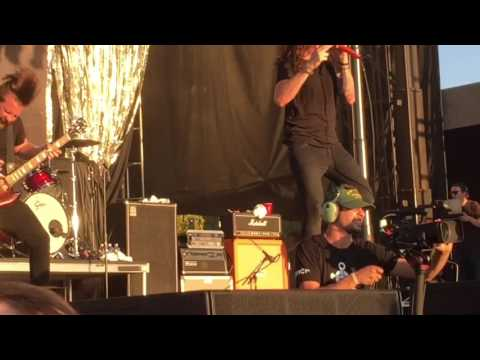 Underoath - a boy brushed red living in black and white live riot fest 2016