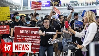 Hong Kong protesters reach out to air travellers over extradition bill