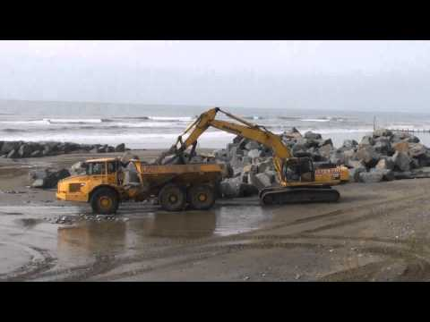 JONES BROS Komatsu PC450 on Sea defence work