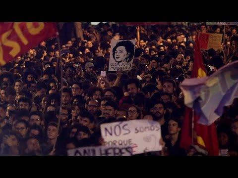 Milhares homenageiam vereadora assassinada no Rio