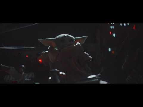 Baby Yoda apertando botões da nave HD (O Mandaloriano)