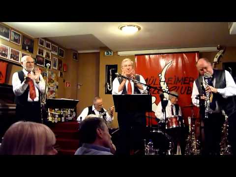 "Ruhr-River Jazzband plays ""Shine"""