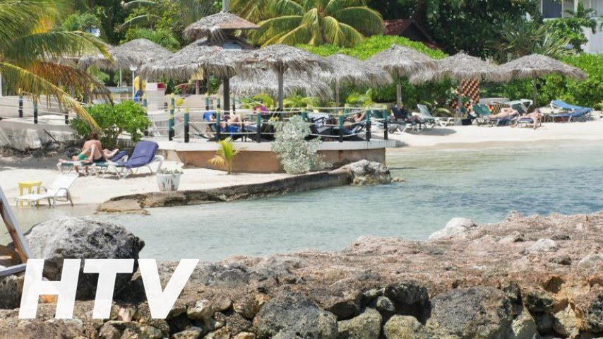 nude beach with privacy fences - Picture of Club Ambiance