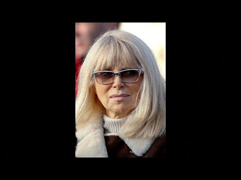 Mireille Darc Nude Photos 40