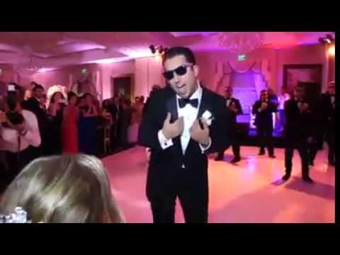 رقص فوق العاده داماد ایرانی و دوستانش در جشن عروسی و سورپرایز شدن عروس خانم ... thumbnail