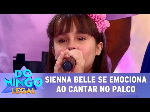 Domingo Legal (14/05/17) - Sienna Belle se emociona ao cantar no palco