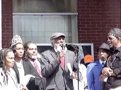 Dick Gregory speaks on the steps of Historic Brown Chapel Bloody Sunday 2014