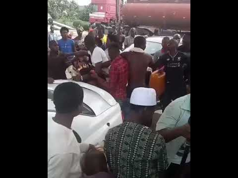 Fuel Scarcity: Fight At NNPC Filling Station In LEKKI (Video)
