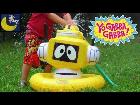 Rare Yo Gabba Gabba Inflatable Plex Sprinkler from 2008 Plus Muno, Foofa, Toodee, Brobee Water Toys!