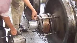 Inspection and removing roller bearing with hydraulic puller