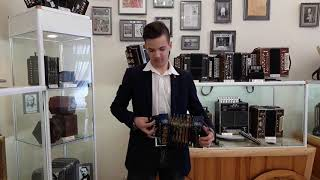 Смотреть видео Гармонь сувенирная Кроха, Россия, г. Тула, 2017 г.  Из коллекции музея онлайн