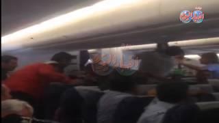 من داخل الطائرة .. راكب يثير الذعر برحلة  مصر للطيران القادمة من باريس