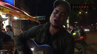 Chàng ca sĩ Tây Nguyên đánh guitar hát về cội nguồn