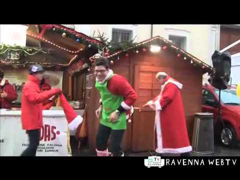 Babbo natale in piazza - Costume e società, 24/12/2011