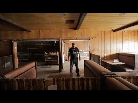 Inside ABANDONED Pee Wee's Big Adventure Diner !