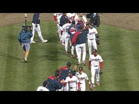 1995 WS Gm5: Mesa locks down the Tribe