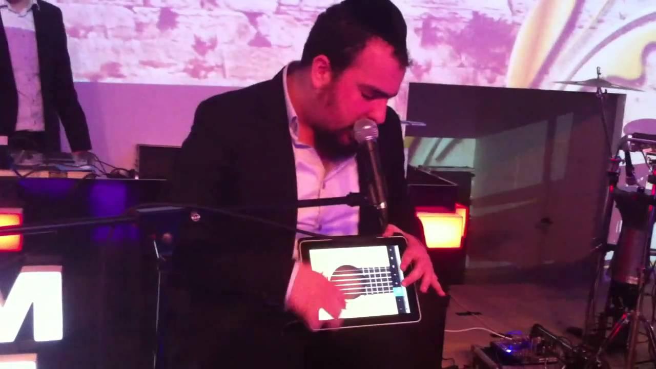 נמואל | Nemouel Chante A Un Mariage Avec Un iPAD Live