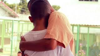 Во время экскурсии в тюрьме подросток не сдержал слез, увидев среди заключённых своего...