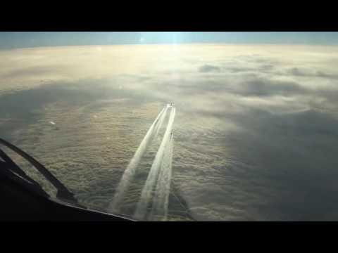 Boeing 787 at cruising altitude over the Atlantic. Flight deck view!
